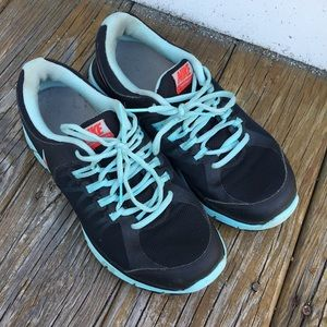 Women's Nikes size 9